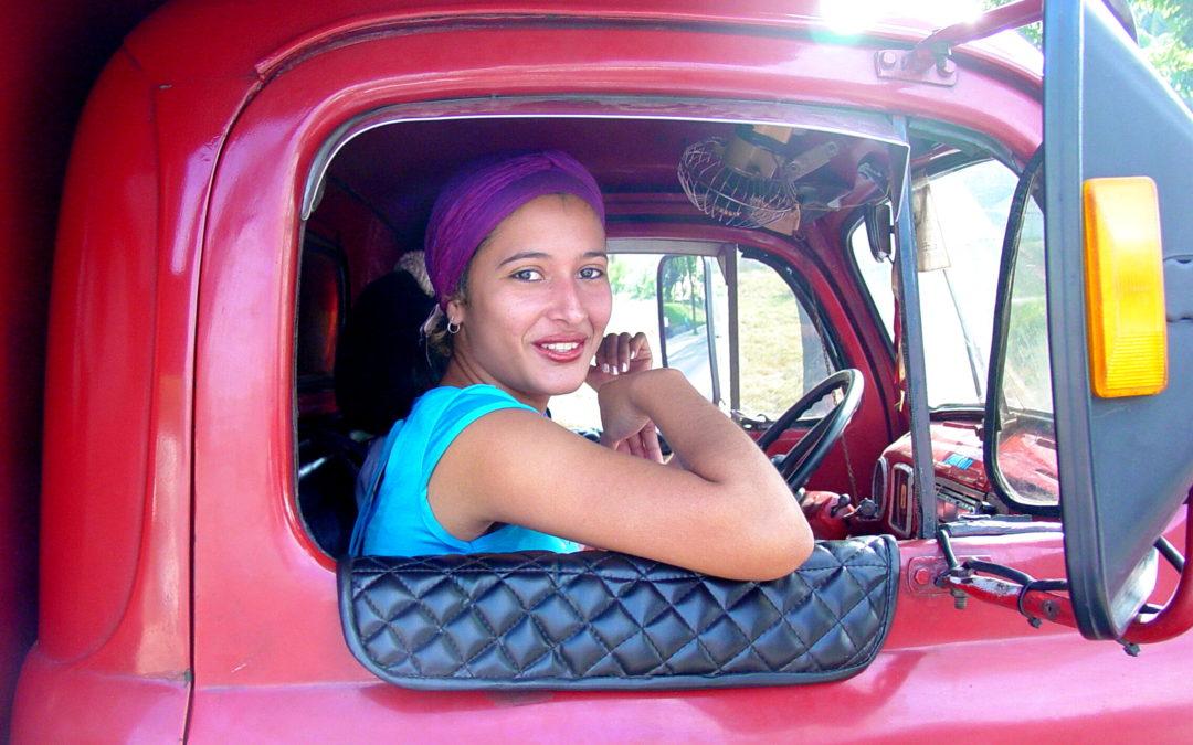 Kobieta za kółkiem truck'a.